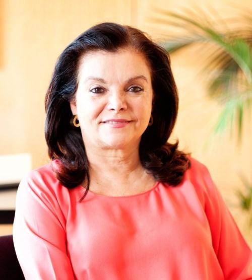 Carmen Peña, presidenta de la Federación Internacional Farmacéutica (FIF) posa para una entrevista